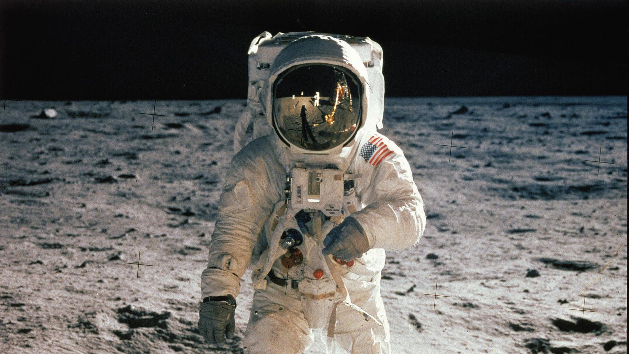 Hur länge finns fotavtrycken på månen kvar?