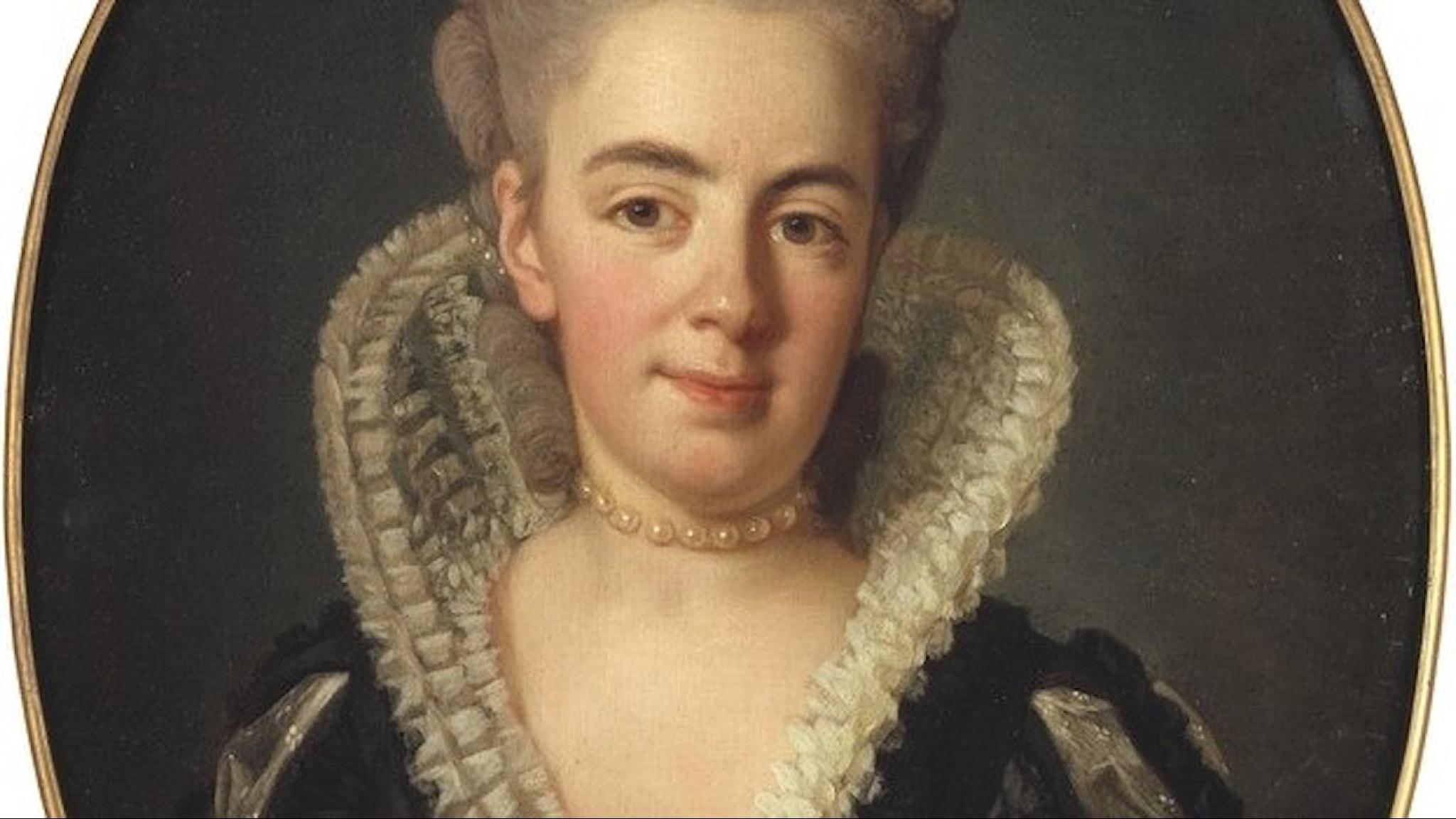 Anna Charlotta Stapelmohr som levde på 1700-talet med en hög krage, i närbild.