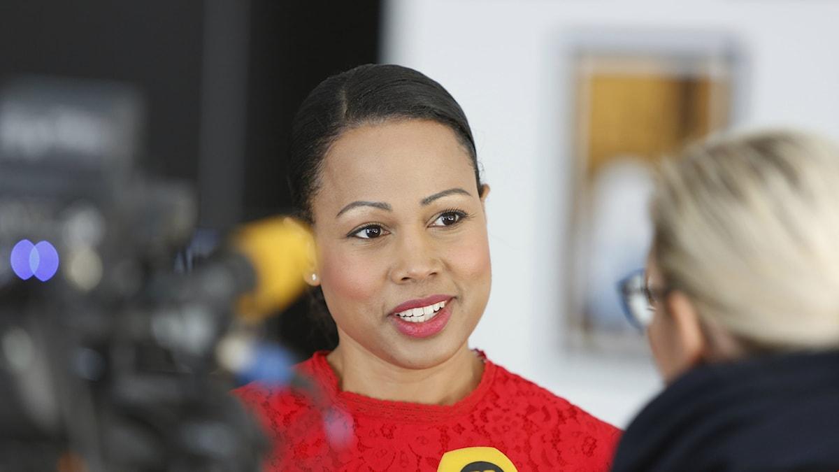 En nöjd kulturminister presenterade utkastet till ett nytt filmavtal i maj 2015.