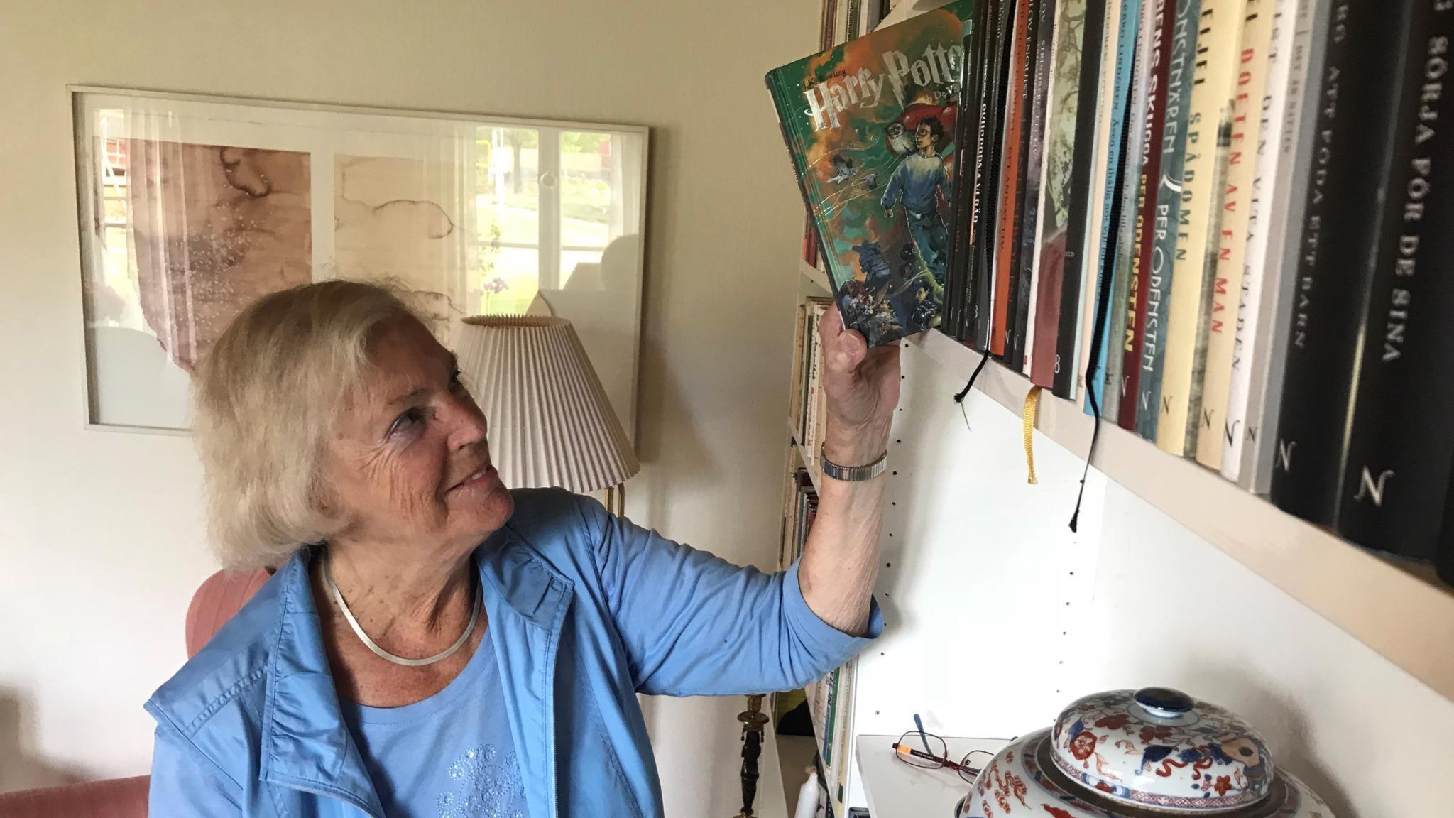 Lena Fries-Gedin översatte alla sju böckerna om Harry Potter.