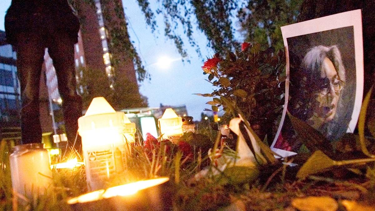 Manifestation utanför ryska ambassaden i Stockholm efter mordet på Anna Politkovskaja.