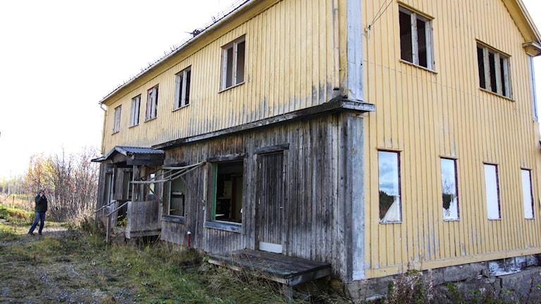 Tåsjö östra Kroknäset Ödehus Strömsunds kommun Ovårdad tomt Förfallen byggnad 2