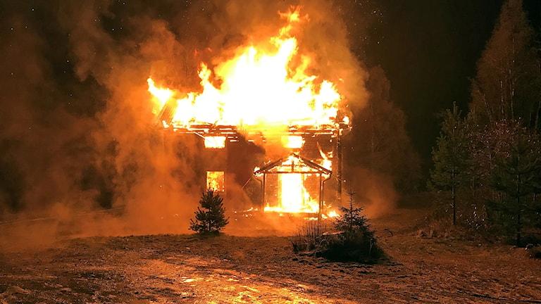 Brand i bostadshus i Orrnäs, Rossön. 171115 02.37. (branden upptäcktes ca 21.30 14/11). Foto:  Jämtlands Räddningtjänstförbund.