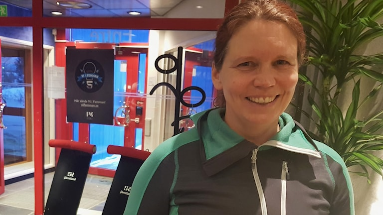 Porträtt på Åsa Rigndahl i entrén till P4 Jämtland