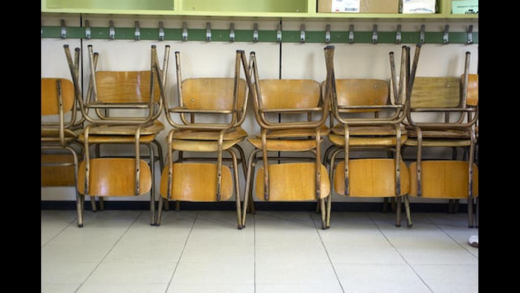 Stolar i ett klassrum