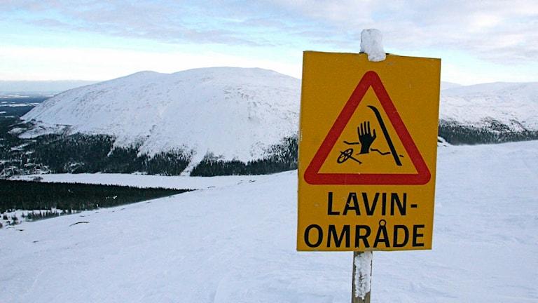 En skylt för lavinområde. Foto: TT.