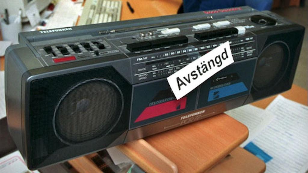 """Radioapparat med texten """"Avstängd"""". Foto: Claudio Bresciani/SCANPIX."""