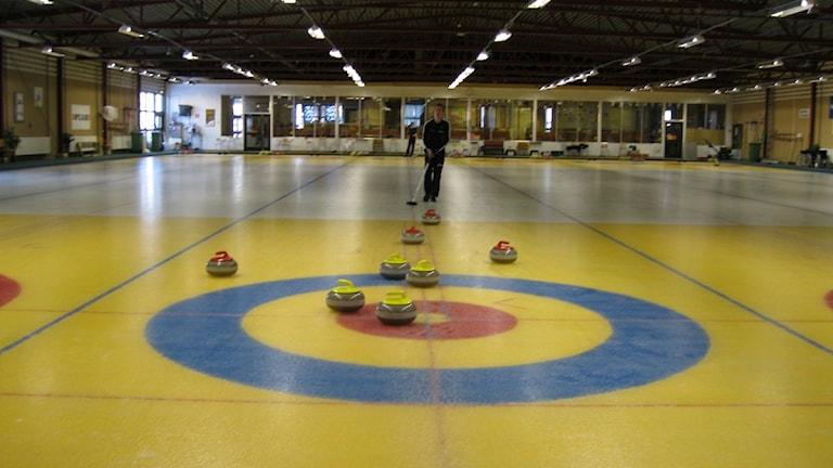 Curlingbo i curlinghallen i Östersund. Foto: Annelie Lanner/SR.