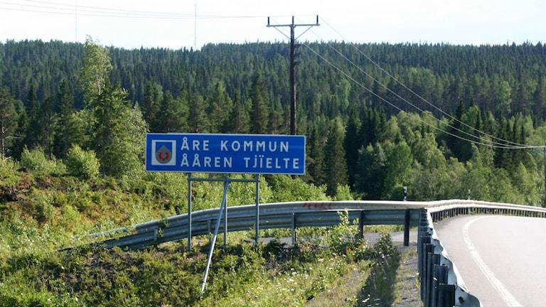 Vägskylt Åre kommun Ååren Tjielte på samiska
