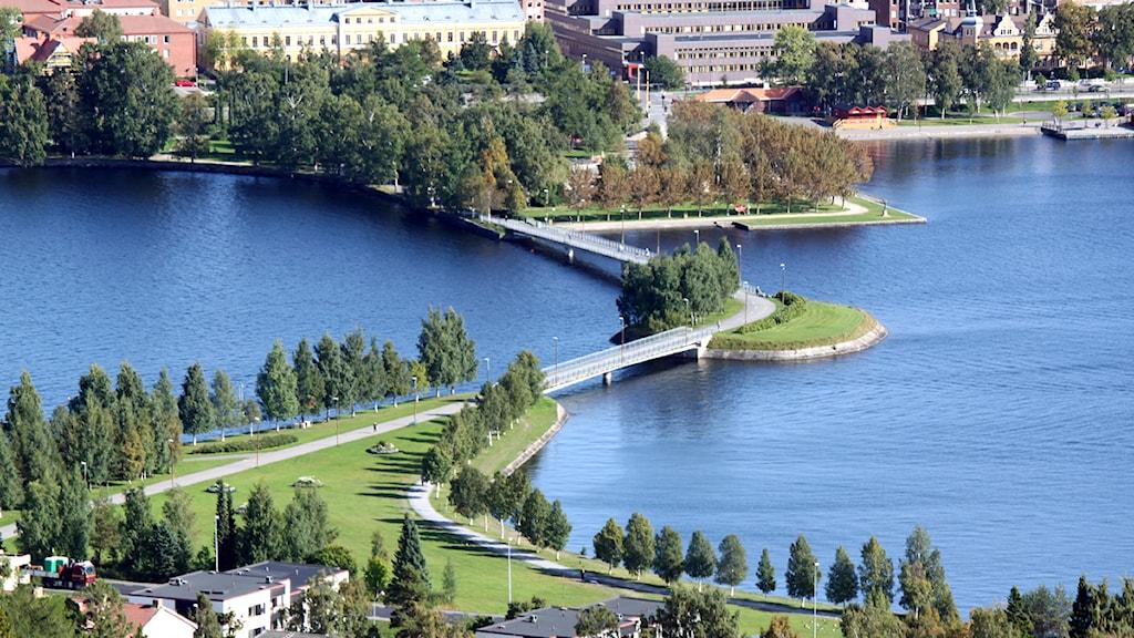 Gångbron mellan Frösön och Östersund. Foto: Jan Mårdberg/Sveriges Radio