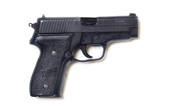 Sig Sauer P228, Svenska polisens tjänstevapen. Foto: Staffan Löwstedt / SvD / SxB/Scanpix