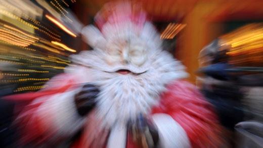 Julen - ett stressmoment för många. Foto: AFP PHOTO / PATRIK STOLLARZ