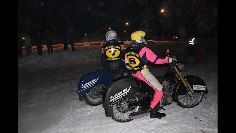 Hans-Olof och Jimmy Olsén, Strömsunds MC på väg till start vid Par-sm i isracing