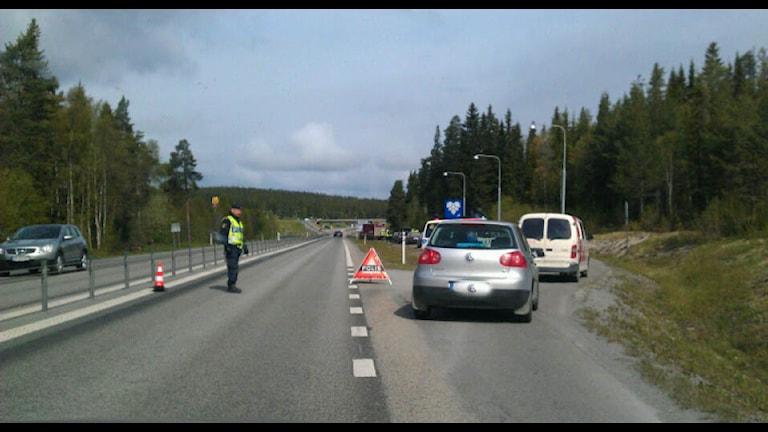 Polisen dirigerar in bilar