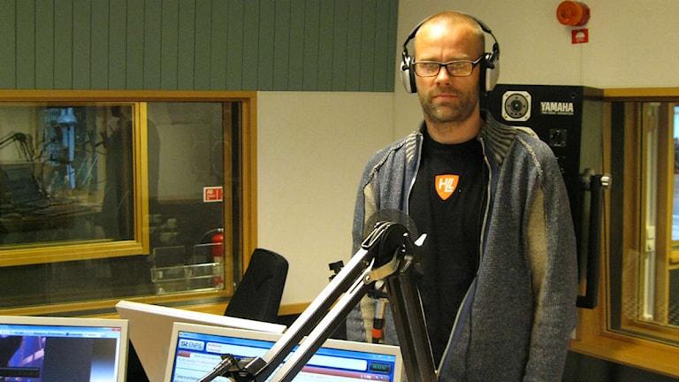 Stefan Edfeldt i Ducks Can Groove gästar P4 Morgon. Foto: Lindha Olofsson/Sveriges Radio