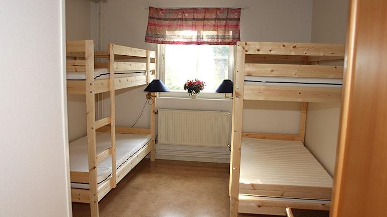 Ett rum med två våningssängar
