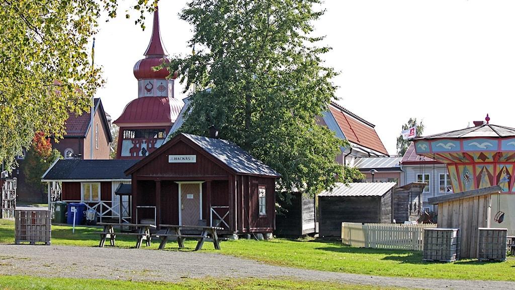 Kulturhus, klockstapel och karusell på Jamtli