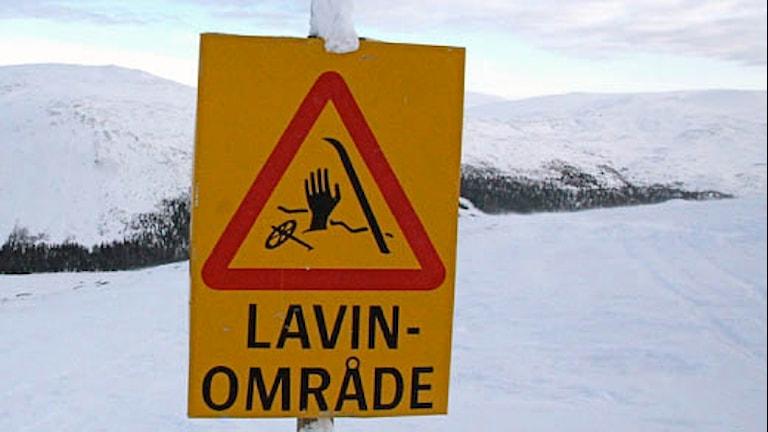Varningsskylt lavinområde