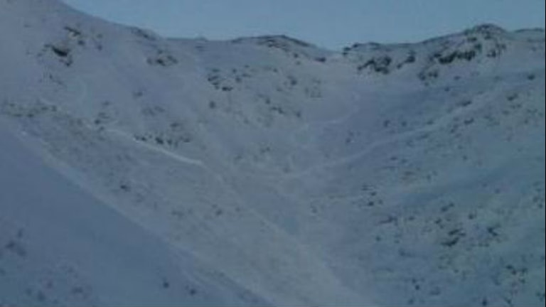 En av lavinerna som gick i offpistområdet Östra ravin på Åreskutan på söndagen. Foto: Åre Lavincenter