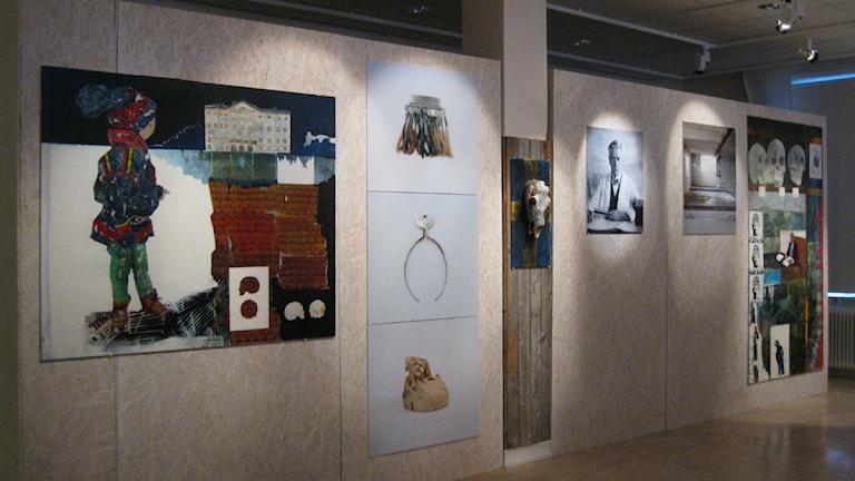 Utställningen på Gaaltije speglar förtryck och förnedring utifrån konstnärernas erfarenhet. Foto: Britt-Inger Hellström.