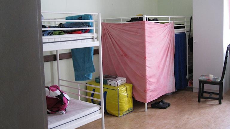 Två kristna tjejer utsätts för hot mot bakgrund av sin relgion på ett asylboende i Jämtland. Asylboendet på bilden har ingenting med artikeln att göra.