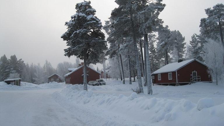Grytans flyktingförläggning, som en oas i en snööken. Skild ifrån resten av världen. Foto: Britt-Inger Hellström.