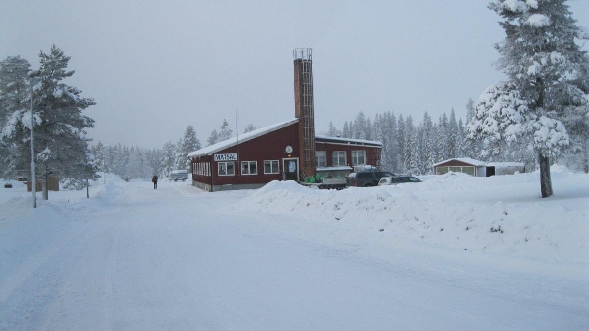 Matsalen där många sitter i timmar och hoppas på besked om uppehållstillstånd. Foto: Britt-Inger Hellström