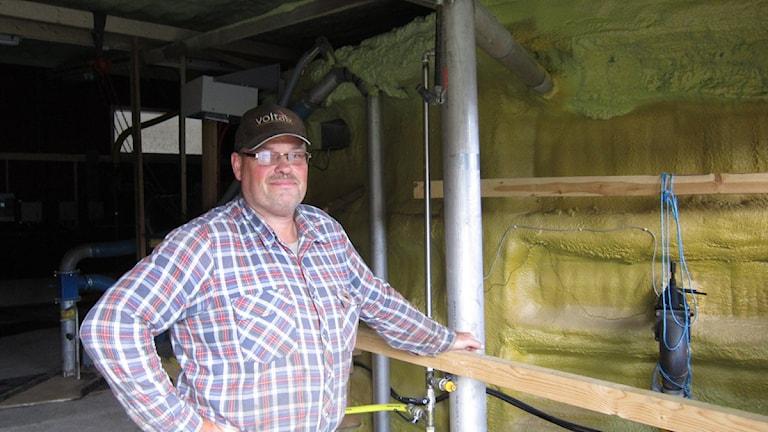 Hans-Peter Eriksson och hans biogasanläggning.
