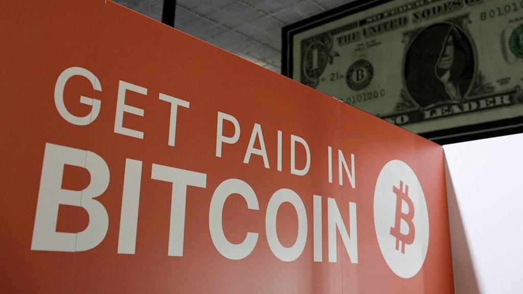 en skylt med texten get paid in bitcoin