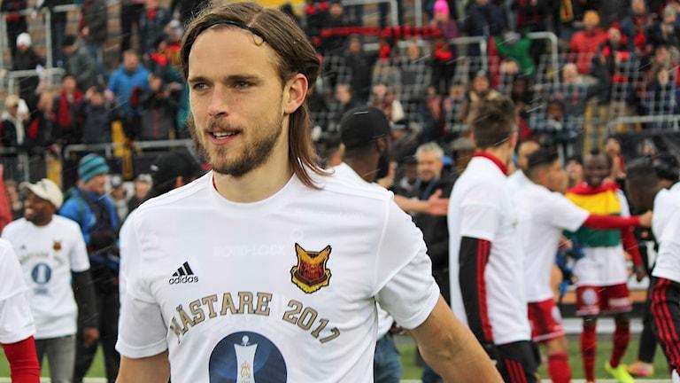 Tom Pettersson back Östersunds Fotbollsklubb iklädd mästartröja efter seger Svenska Cupen 2017