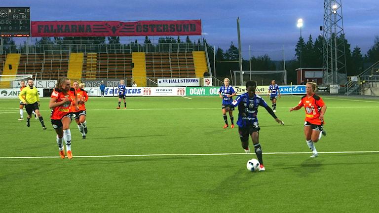 Kungsbacka försvarade bra mot snabba ÖDFF-forwards.