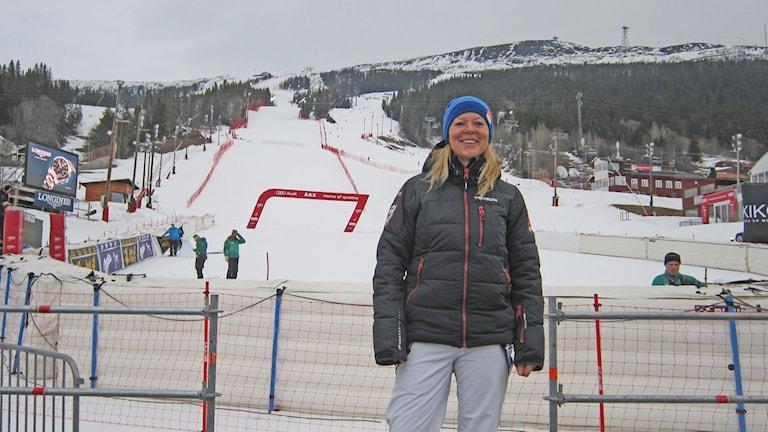 Karin Stolt Halvarsson vid tävlingsbacken i Åre. Foto: Marcus Frånberg/Sveriges Radio.