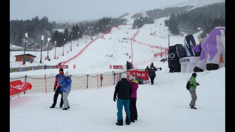Under lördagsmorgonen var det kraftig blåst och snöoväder i Åreområdet. Snöfallet avtog men blåsten gjorde bland annat att liften VM8:an stod stilla. Foto: Emelie Andersson