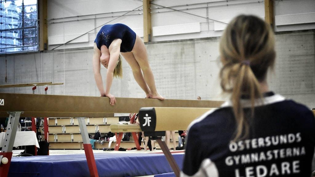 Felicia Landén, född 2001, Östersundsgymnasterna. Tävlade på Steg 5 och tränaren Erika Nordenström-Benninghoff.  Fotograf: Evert Boeye, Östersundsgymnasterna.