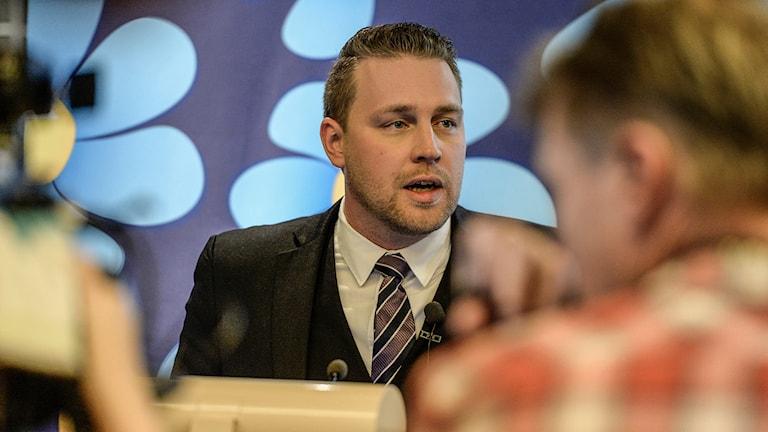 Der stellvertretende Parteivorsitzende der Schwedendemokraten, Mattias Karlsson, am Dienstagabend (Foto: Bertil Ericson / TT.)