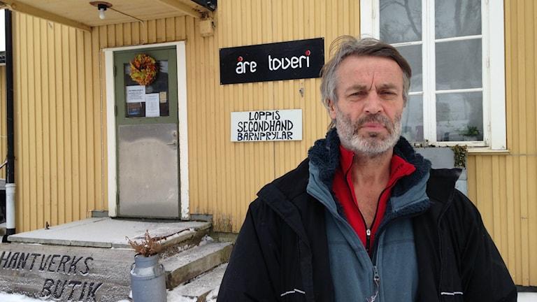 Initiativtagaren till konserten Stefan Pettersson menar att turismnäringen borde återställa sjön. Foto: Sara Johansson/Sveriges Radio.