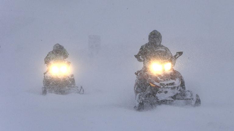 skoter snö snöskoter åre söker fjällräddare