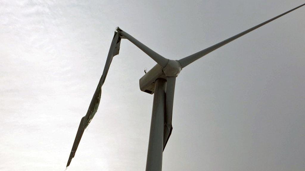trasiga rotorblad på vindkraftverk