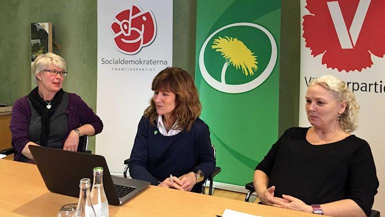 Ann-Marie Johansson (S), Anna Hildebrand (MP) och Monalisa Norrman (V). Foto: Anders Molin/Sveriges Radio