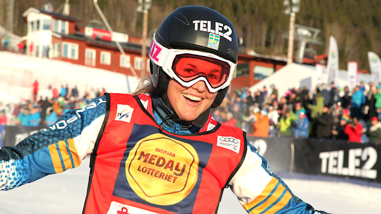 Anna Holmlund skiner ikapp med sitt guld.
