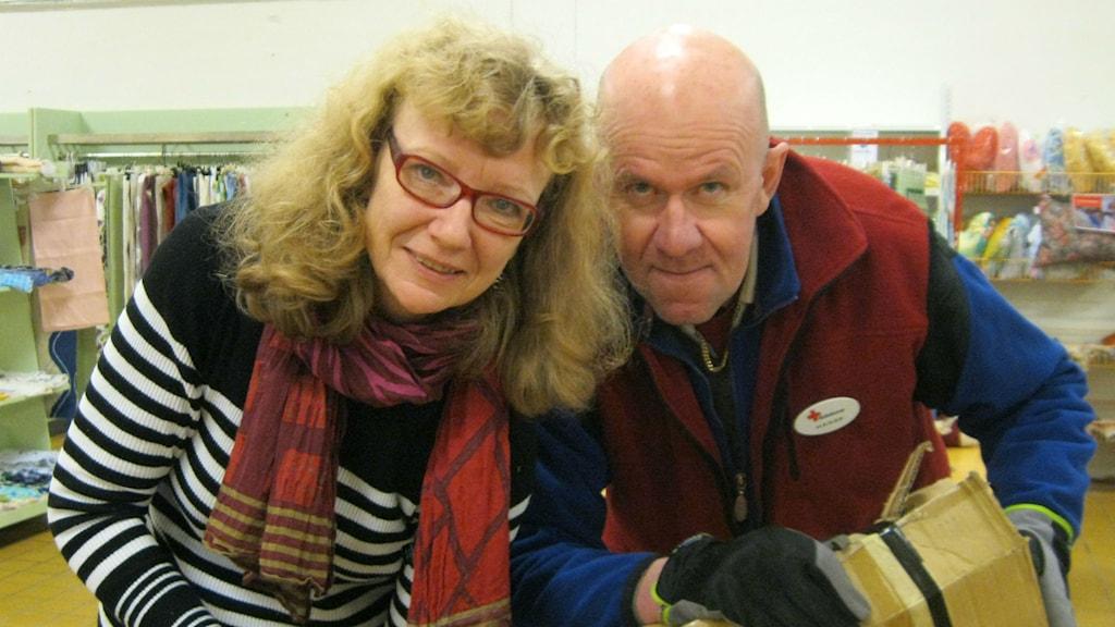 Maria Berg och Janne Eriksson har praktikplats på en second hand-butik