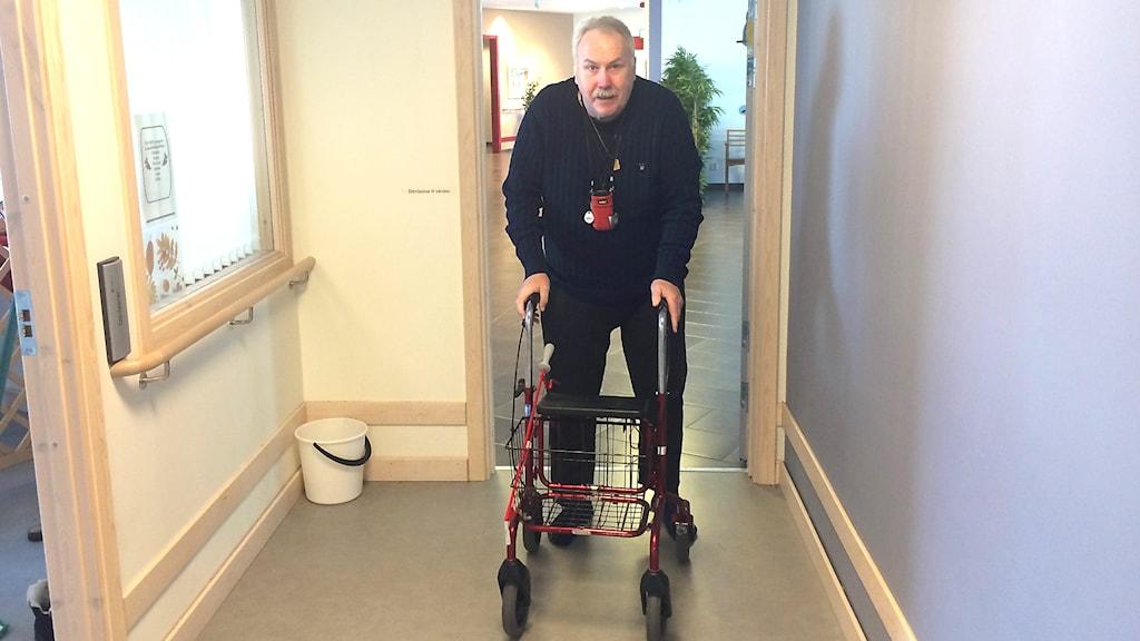 Christer Bergman bor på äldreboendet i Torvalla som varit med i jämförelsen mellan privat aktör och kommunen.