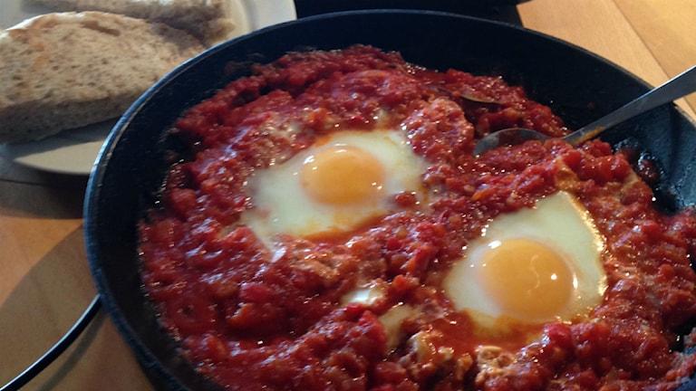 Huevos rancheros pocherat ägg