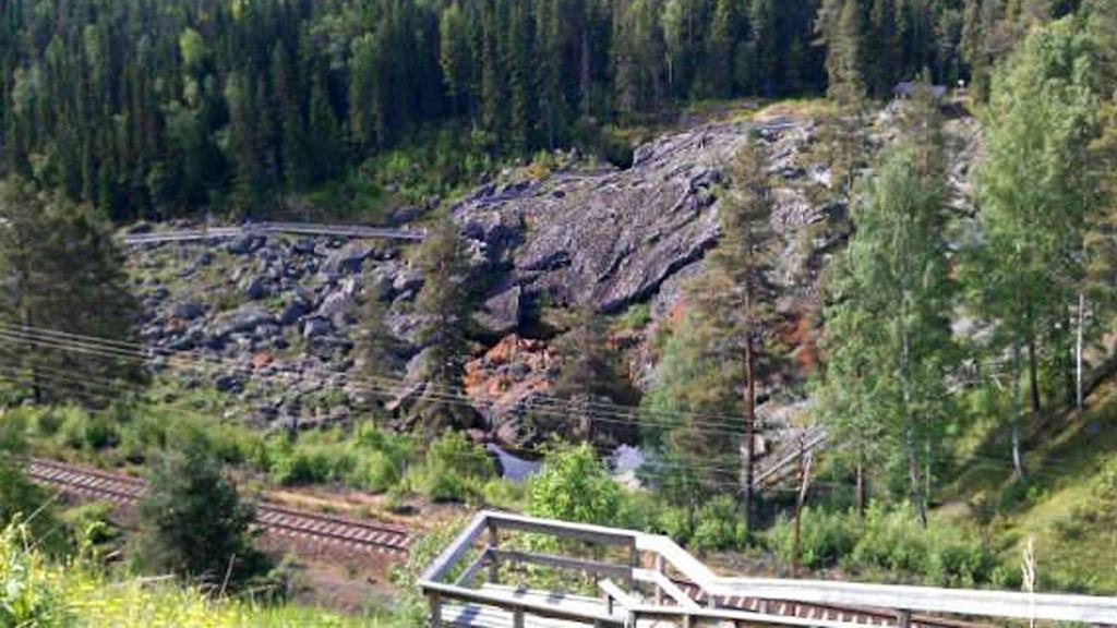 Utsikt vattenfall tömt på vatten