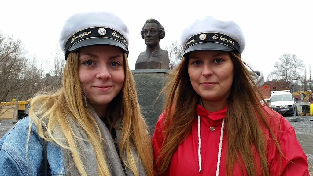 Josefin Blom och Linnea Eckerdal på Wargentinsskolan. Foto: Sophia Weston/SR Jämtland