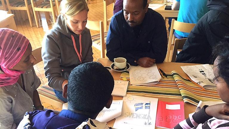 Språkcafé i Rossön. Foto: Ann-Louise Rönestål Ek/SR