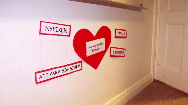 På Arnljotskolan i Östersund jobbar de med värdegrundsord för att jobba med hur man mår och är mot andra. Foto: Karolin Johansson.