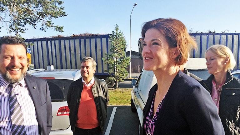 Moderaternas partiledare Anna Batra besökte Östersund och företaget Reaxer på sjukhuset.