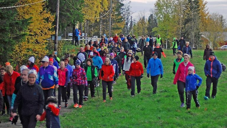 300 personer sprang för Världens barn i Strömsund Foto: Ingemar Fritz