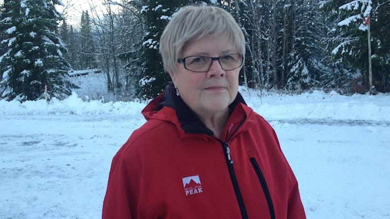 Britta Söderholm som bor i Kall vill stoppa nedläggningen av Skogsbygården. Foto: Peter Söderlund/Sveriges Radio.